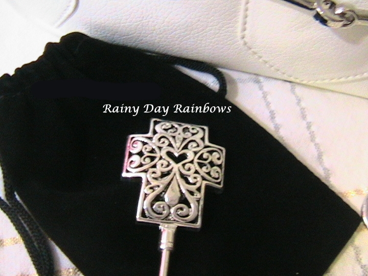 Filigree Cross with Heart Center Purse Hook Purse Hanger